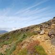 遥か鉄山避難小屋と雲