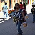 トラコルラ市場 死者の日の祭壇用の花