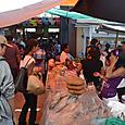 パンを売る女性