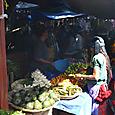 少数民族(山の民)が売る果物