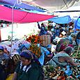 果物を売る女性達