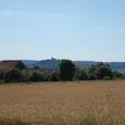 麦畑からヴェズレーの丘を見る