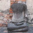 首を落とされた仏像