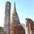 仏塔と柱列