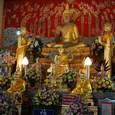 タイの王は海外に出かける時は必ず参詣
