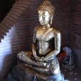 大仏塔の上に登ると参詣する仏が