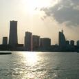 夕日まぶしい横浜港