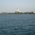 横浜港を出る