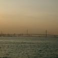 薄暮のベイブリッジ