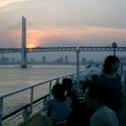 沈む太陽とベイブリッジ